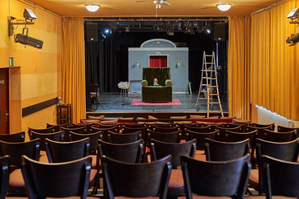 Zuschauerraum und Bühne